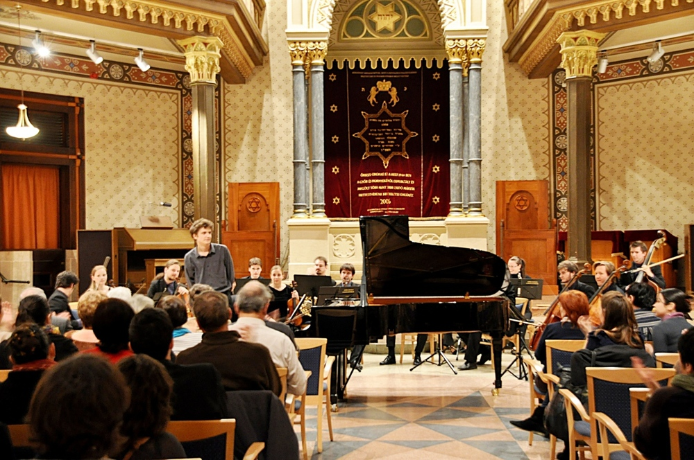 Concert with Zoltán Fejérvári at the Synagogue in Győr, November 2011