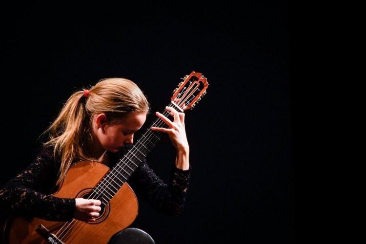 Szalai Lotti (gitár)