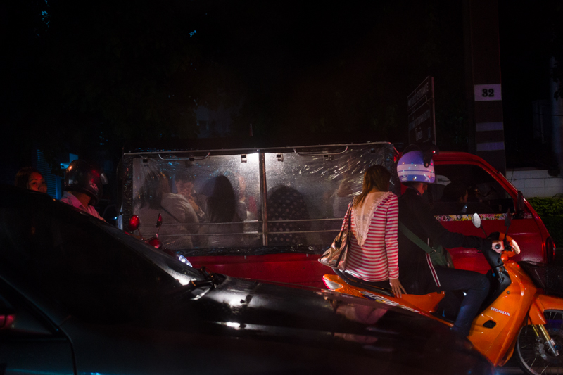 bangkok_street_rain_traffic