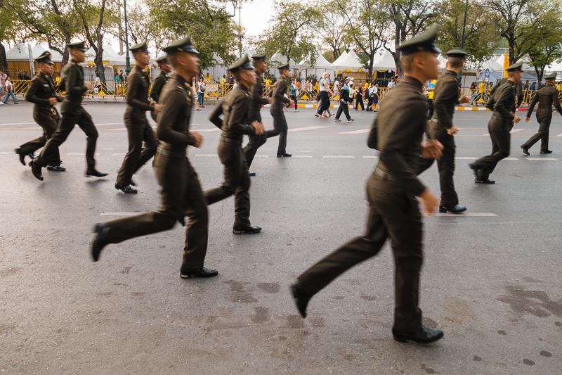 bangkok_police_running_parade