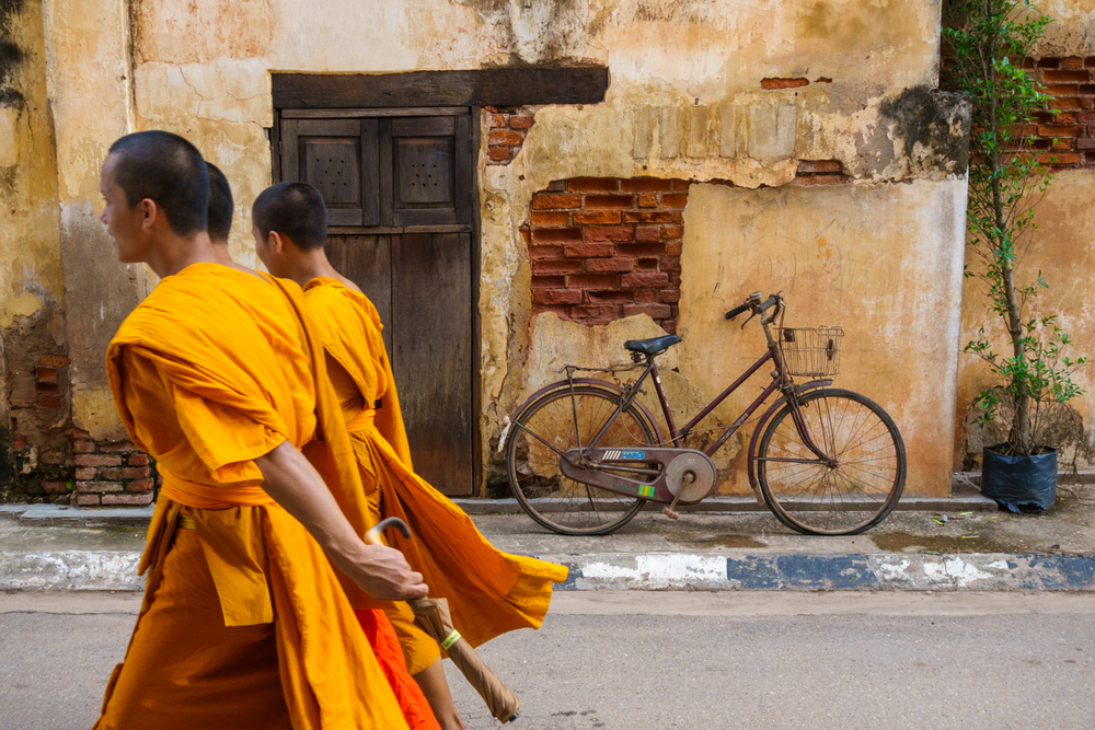 monks_savannakhet_laos
