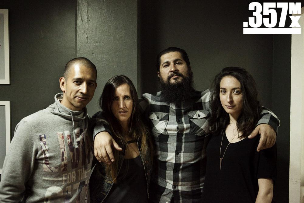 """Carlos, nuestro director, acompañando a César Giovanna y Jimena, los expositores de """"resiliencia/desapego""""   Foto: Alberto Alvarado"""