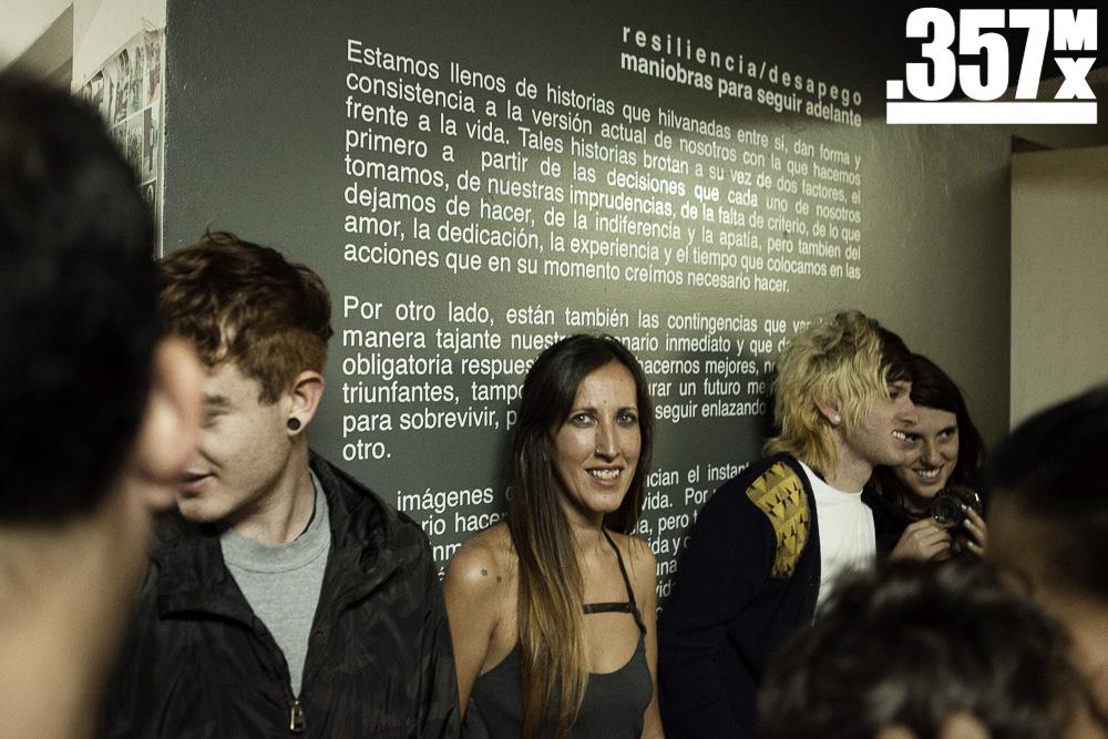 """Giovanna Checchi, autora de """"Sólo se trata de no ser tan breves"""" durante la exposición   Foto: Alberto Alvarado"""
