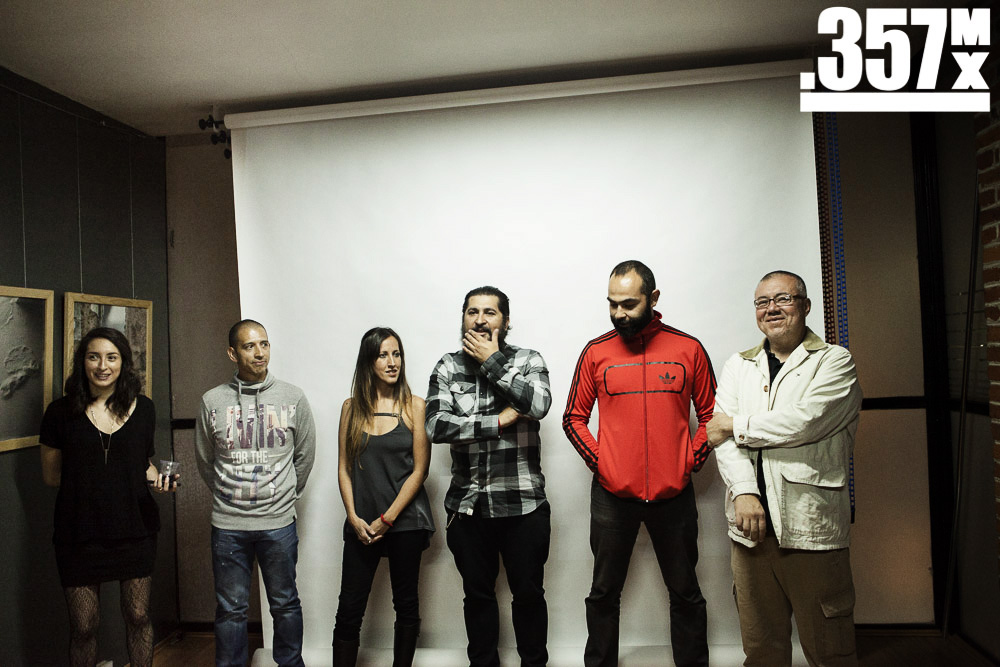 """Palabras de bienvenida durante la presentación de """"resiliencia/desapego - maniobras para seguir adelante""""   Foto: Alberto Alvarado"""