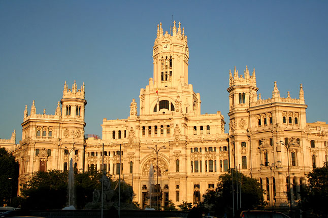 Uhhhh, that's the post office in Madrid. El correo. Ha.