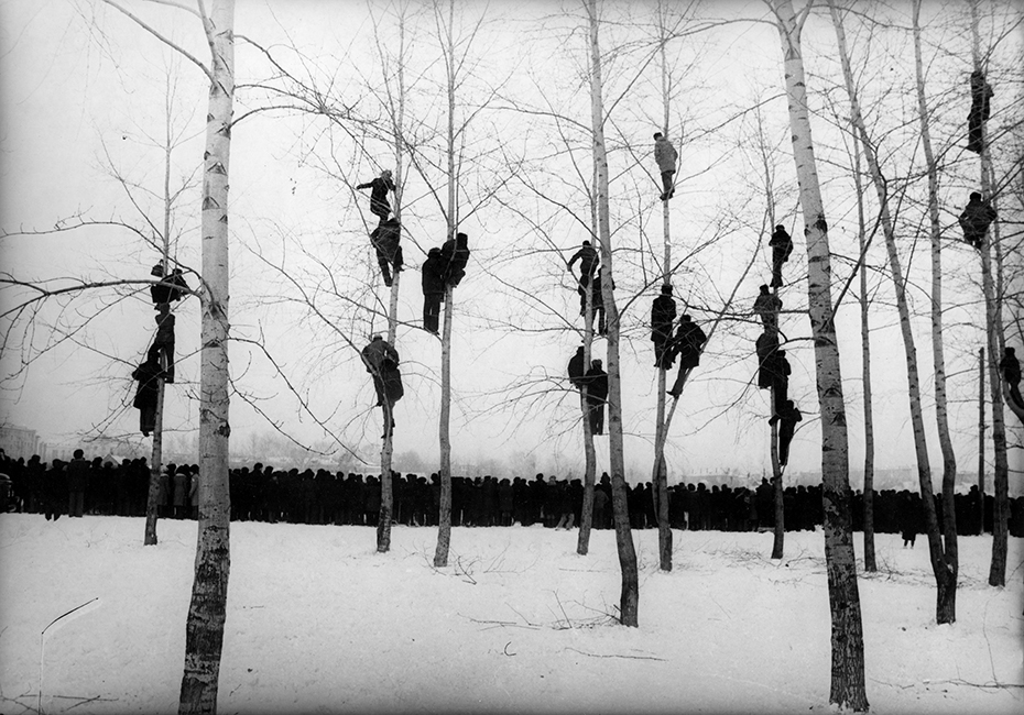Mikola-Gnisyuk-People-in-Trees-The-Rooks-Have-Arrived-1964.-Courtesy-of-Lumiere-Brothers-Center-for-Photography-Moscow.jpg