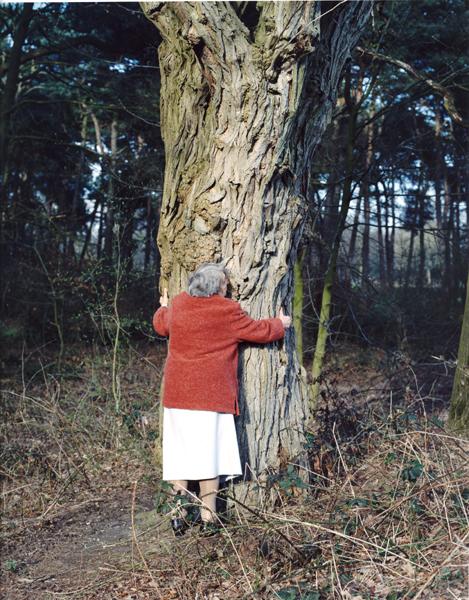 oma en haar boom.jpg