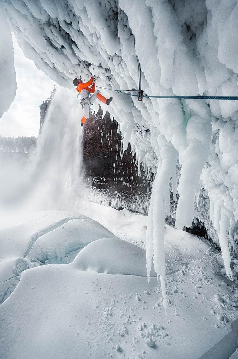 mountaineering_helmckenfalls_dani-arnold_D-301718_b.jpg