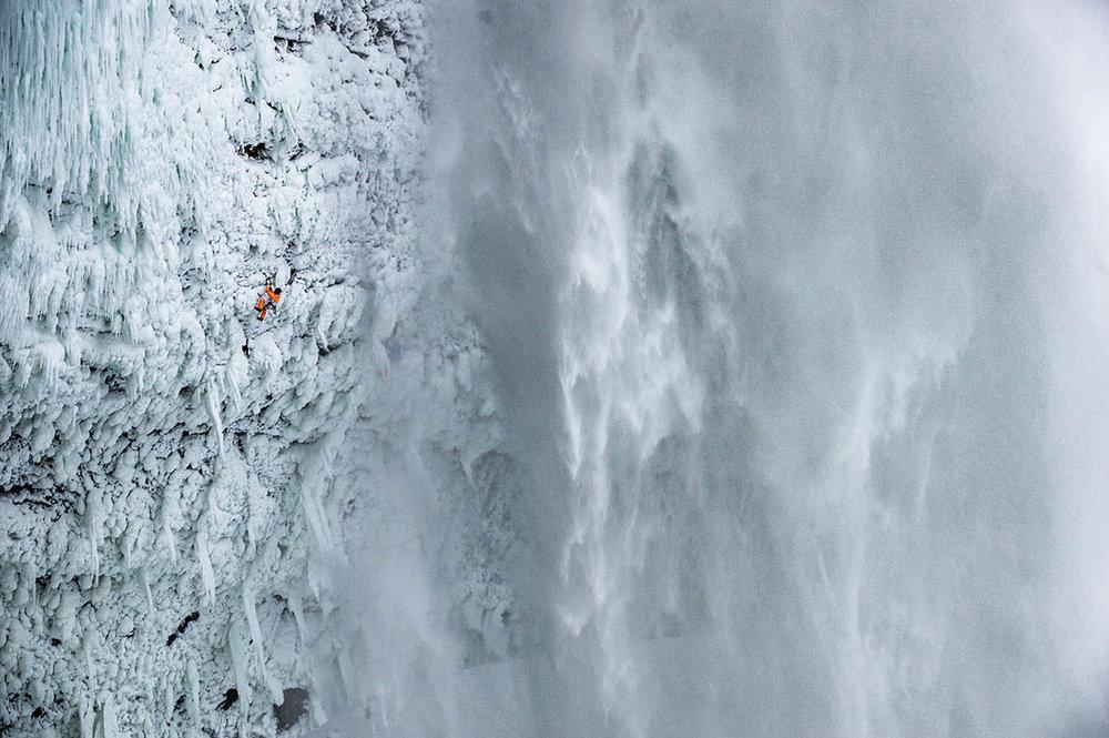 mountaineering_helmckenfalls_dani-arnold_D-300156.jpg