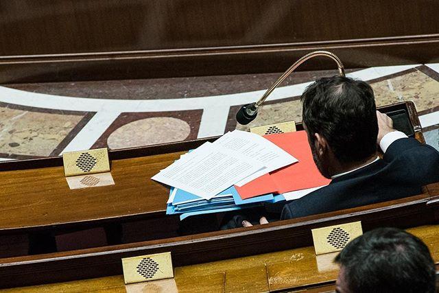 """Paris, France le 5 février 2019 - Sur le pupitre du Ministre de l'Interieur, Christophe Castaner un discours commençant par """"Aujourd'hui, en votant ce texte vous avez choisi de protéger…"""" qu'il n'aura pas l'occasion de prononcer à l'issue du vote de la loi """"anti casseurs"""" à l'Assemblée nationale.#Photojournalisme #Politique #Politics #Nikon @nikonfr #D750 #80200mm"""