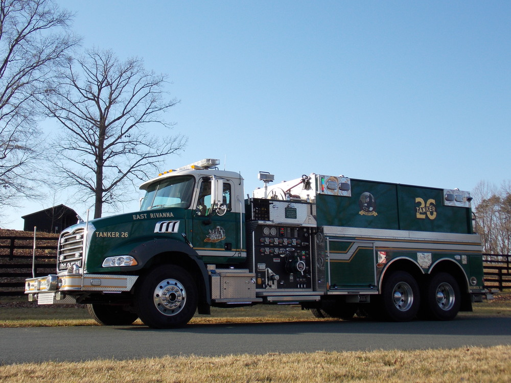 2010 Mack Granite, Dry-Side Tanker 2,500 gallons of water