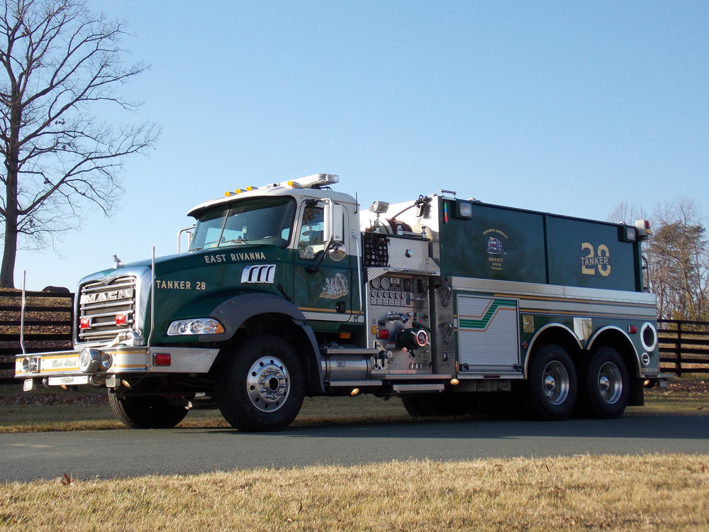 2008 Mack Granite, Dry-Side Tanker 2,500 gallons of water