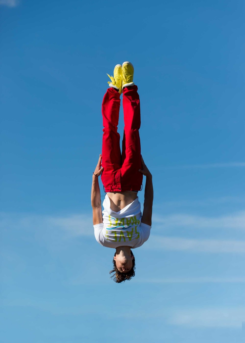 Dennys-Mamero-Jump-Upsidedown.jpg