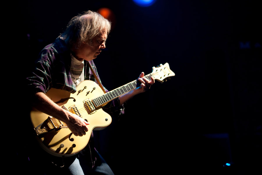 neil_young1_900.jpg