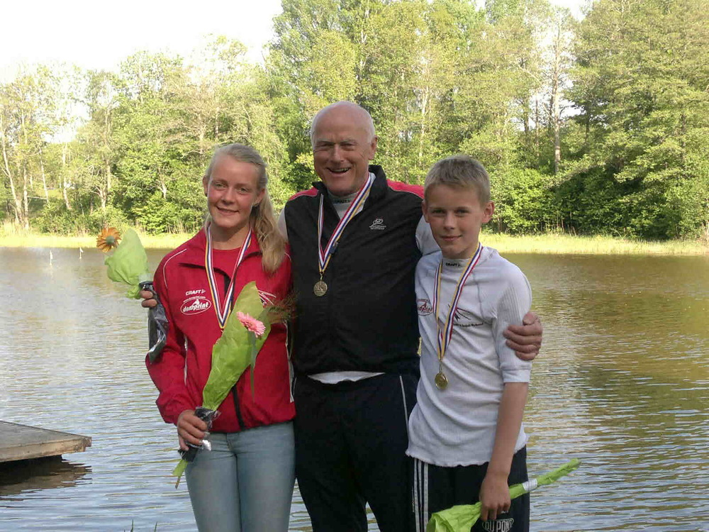 Svenning omgivet af et par Raske unger da der var NM Maraton.