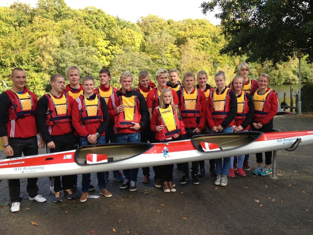 Trygfonden har sponseret 24 svømmeveste til vores trænere og trænerassistenter.