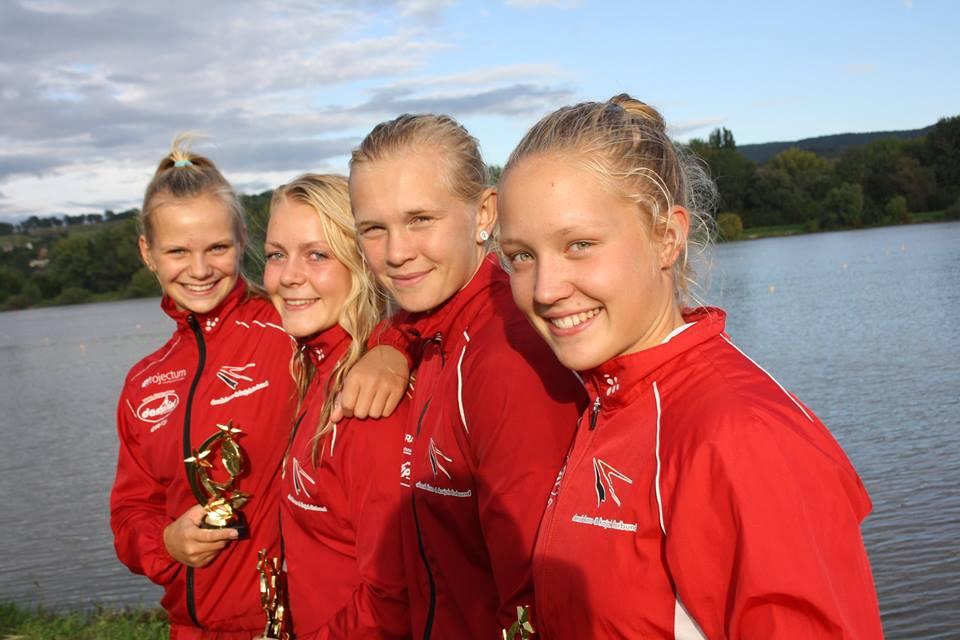 Fra venstre: Julie Frølund fra Vallensbæk, Cathrine Rask, Anne-Sofie Winther og Mette Gravesen, der blev nr. 3 på Dame U17 K4 200m.