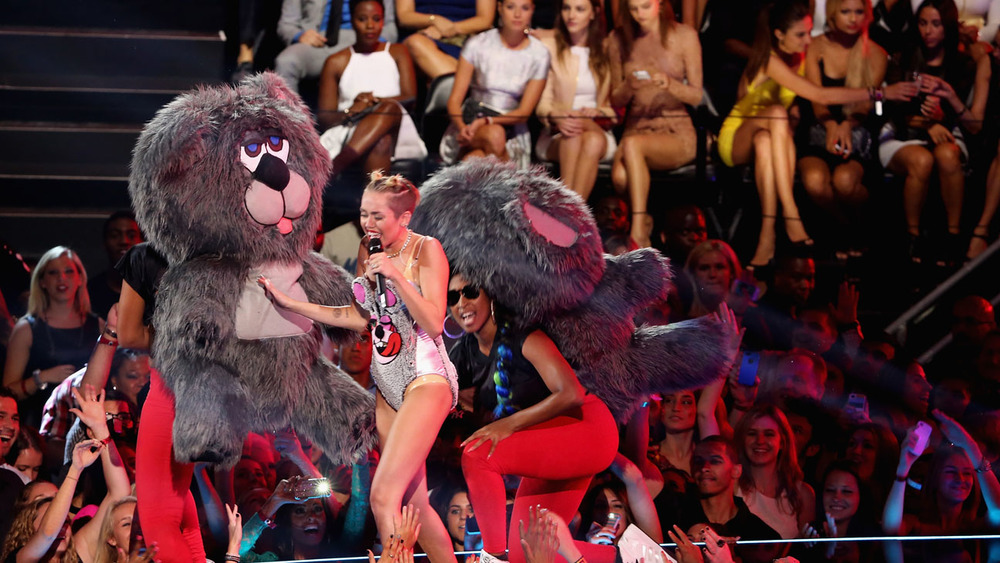 miley_cyrus_vma_performance_h_2013.jpg