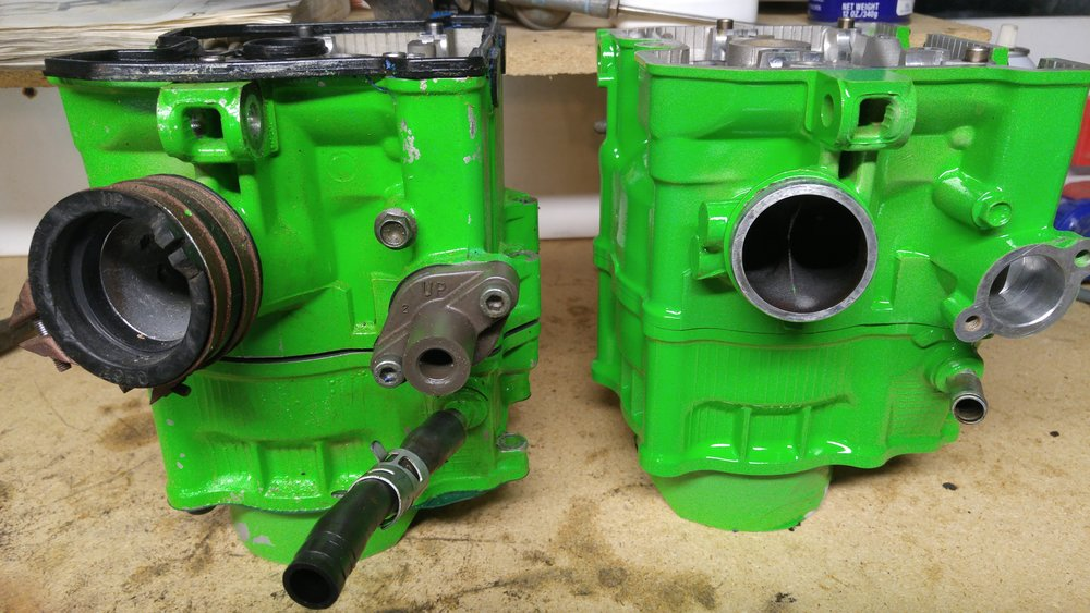 New head on the right. You can see the vacuum boss on the left side of the intake.