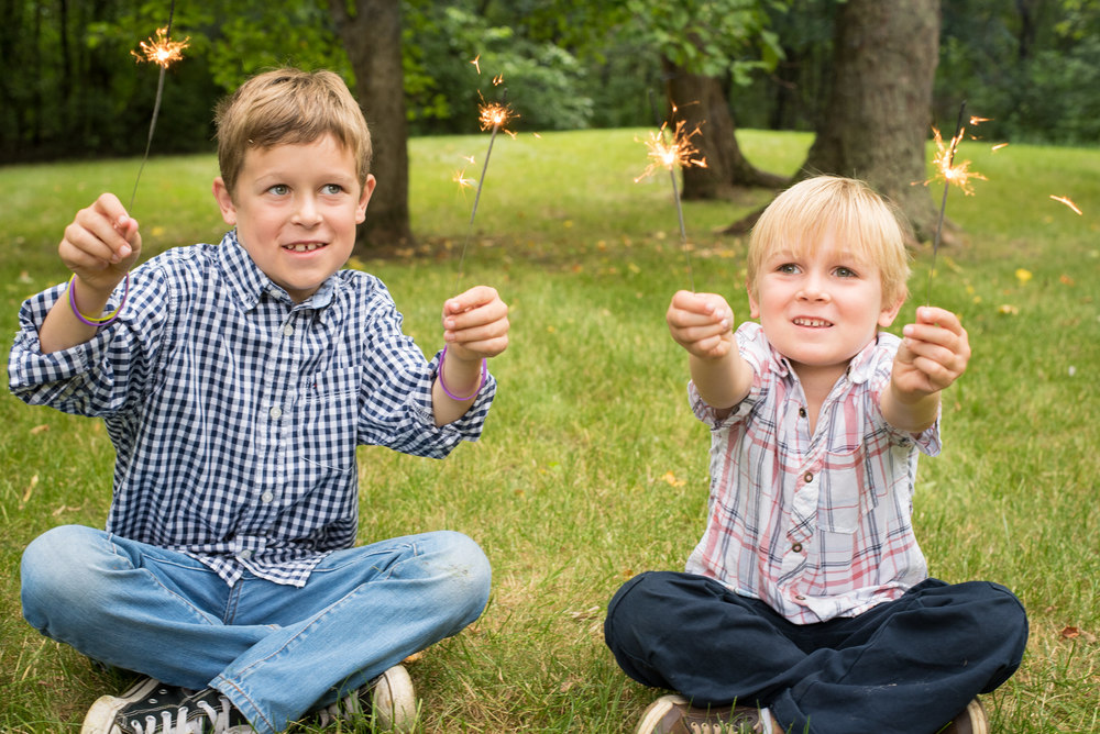 brothers_sparklers_family