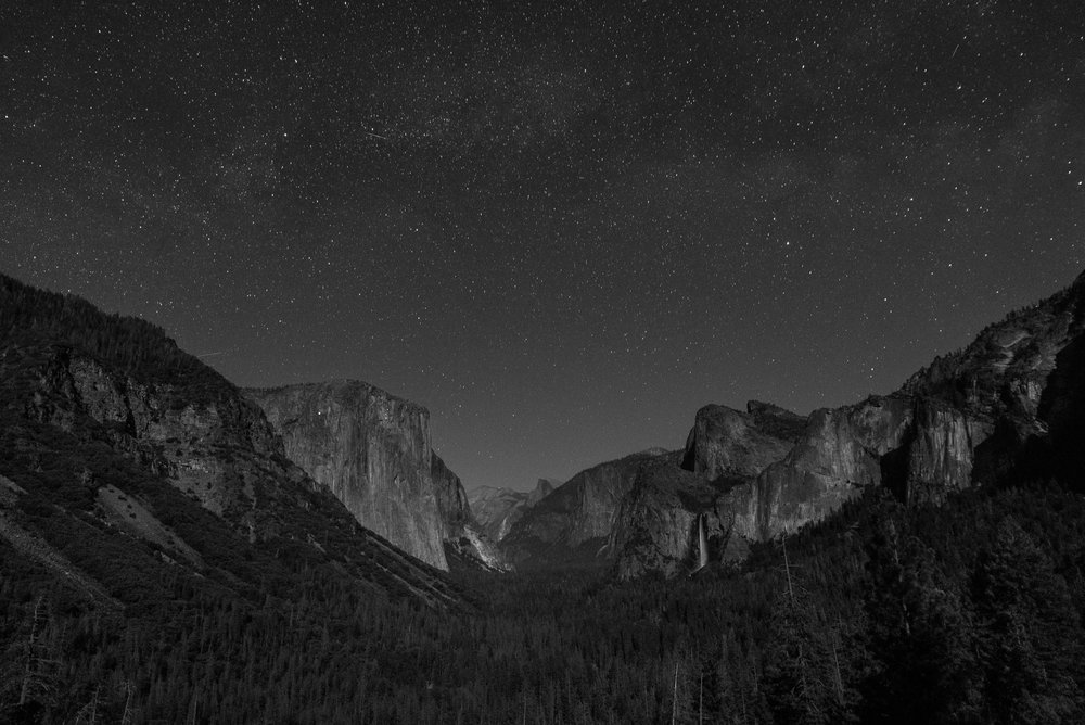 Yosemite_Tunnel_View_Night_black_and_white