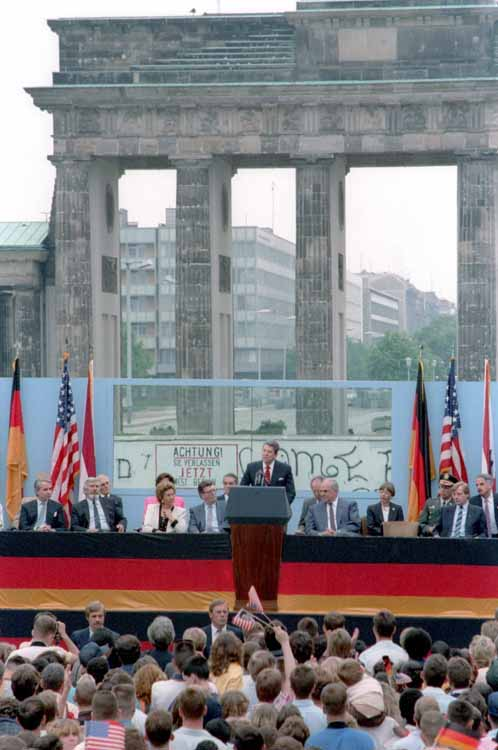 Reagan at Brandenburg Gate, 1987.