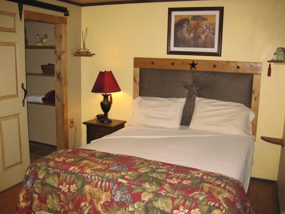 Inside One Star Hotel   (queen bed)