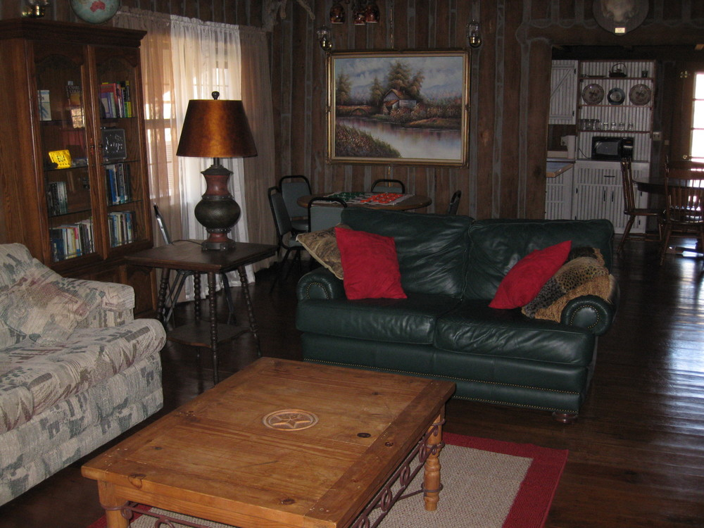 Big Oak Lodge living room