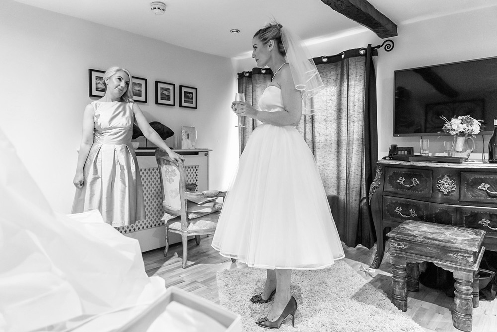 wedding-photographer-wales-stroud-old-lodge-014.jpg