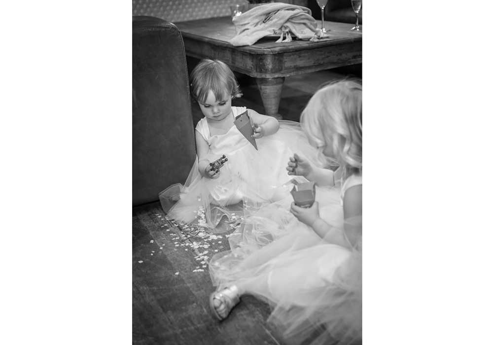 wedding-photographer-wales-stroud-old-lodge-028.jpg