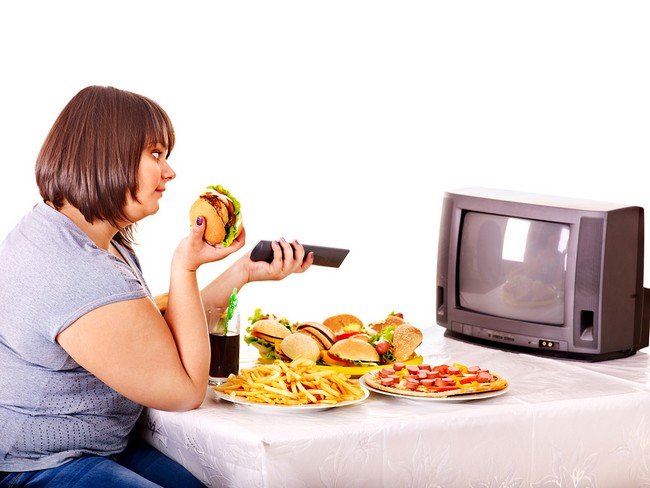 fat-girl-eating-in-front-of-tv1.jpg