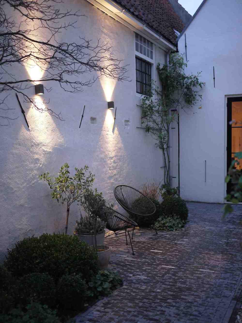 tuinverlichting muur.jpg