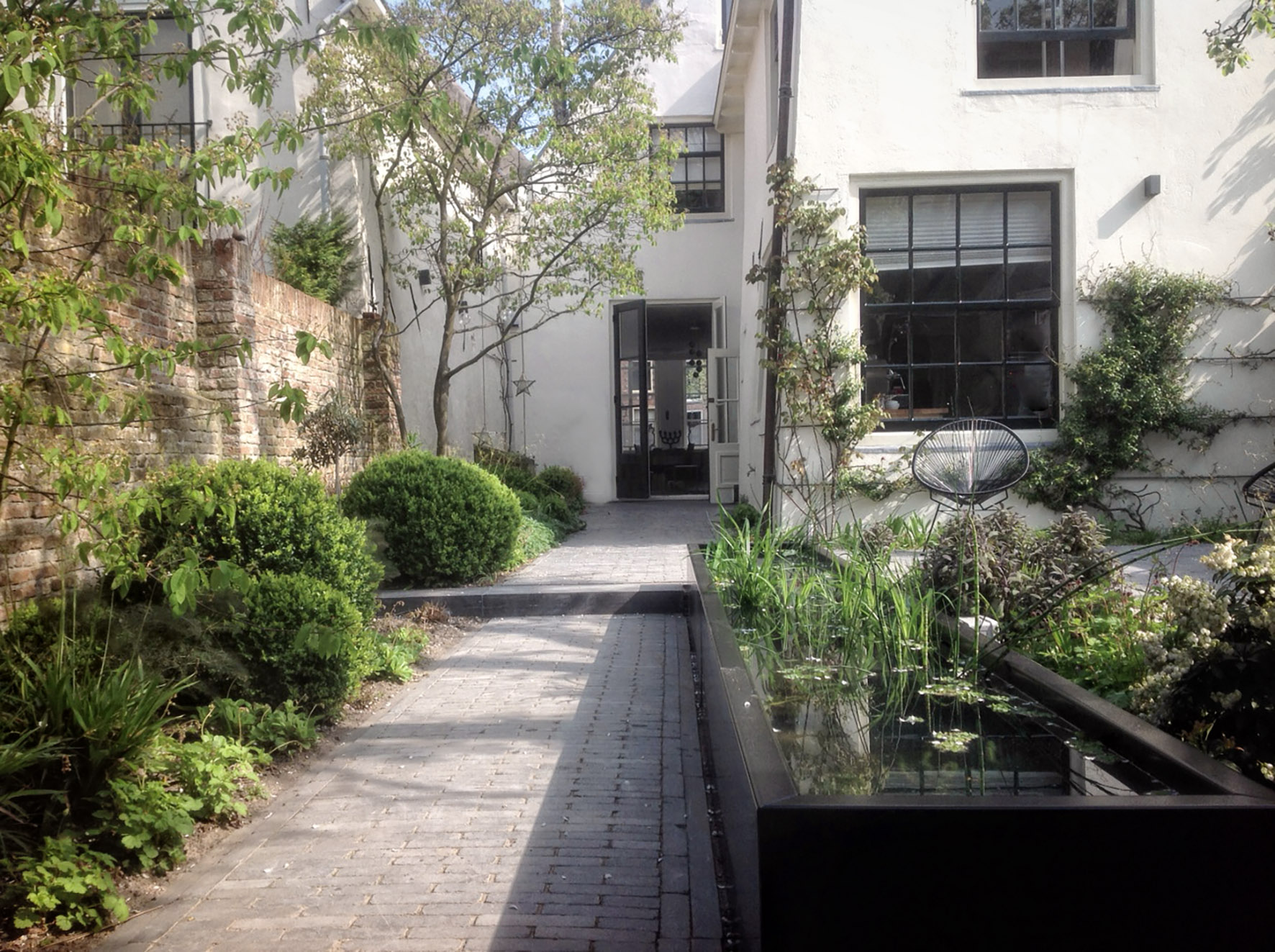 Tuinontwerp of tuinarchitect wij ontwerpen tuinen om in for Tuinontwerp natuurlijke tuin