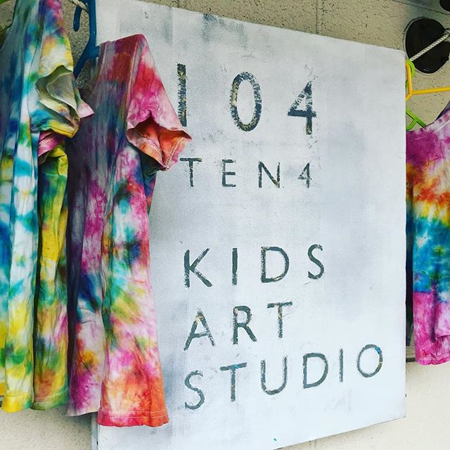 Can't believe this summer is (almost) over and I'm just posting about all the fun activities that happened during the summer art camp! Stay tuned for more pictures... Regular classes resume tomorrow!  レギュラーレッスンは明日から再開します。