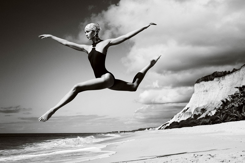 Mario Testino / Karlie Kloss / Vogue US / July 2012