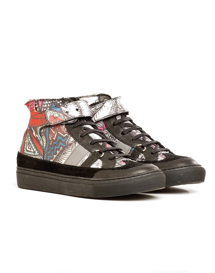 graphic   sneaker