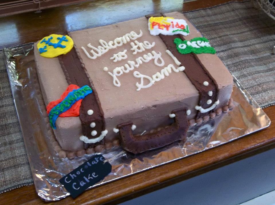 suitcase babyshower cake