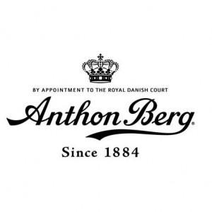 Anton Berg er dansk marsipan og sjokolade. Perfekt restitusjonsmat ifølge oss i arrangørgjengen av Night Hawk!  Gled deg til start, men enda mer til målgang! Da får du en premie for fullført løp;)