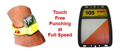 På Night Hawk løper du med Touch Free stempling. Når du er under 1m fra posten blinker tidtagerbrikken, og du kan løpe videre - super easy! Touch Free er blitt brukt av ski-orientering i flere år, og har du deltatt på renn eller mosjonsløp har du brukt det samme systemet - det er slik du får mellomtidene dine.  Hvorfor bruker Night Hawk Touch Free?  Fordi vi håper det blir så mange deltagere at det blir kø på postene. Vi har lyst å ta imot enda flere deltagere, men det er ingen som liker kø.  I tillegg er det mye mer lavterskel å slippe å stemple. Tenk bare om man måtte stemple på hver veksling på Holmenkollstafetten? Ikke at vi sier Night Hawk har 15 poster, eller at det blir 25.000 deltagere. Men tenk om det blir det ?!