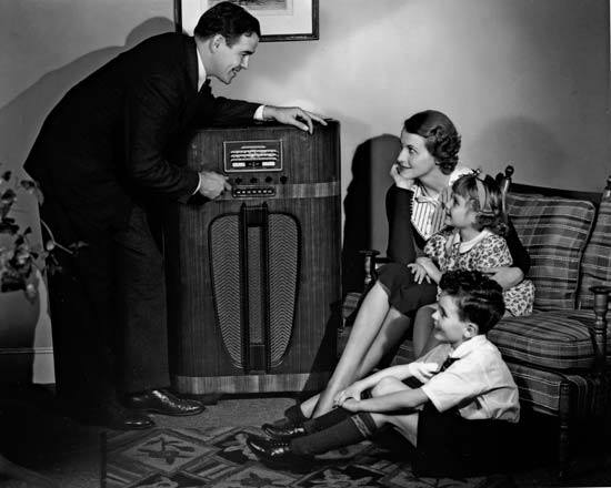 Old radio with family around.jpg