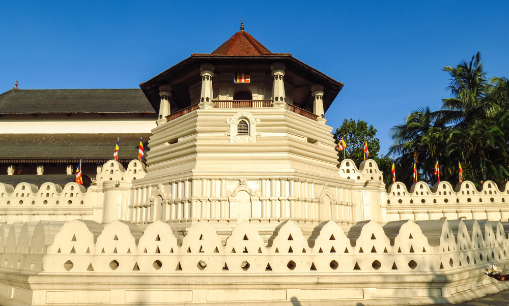 Temple of the Sacred Tooth Relic Image Credit: flashpackatforty.com