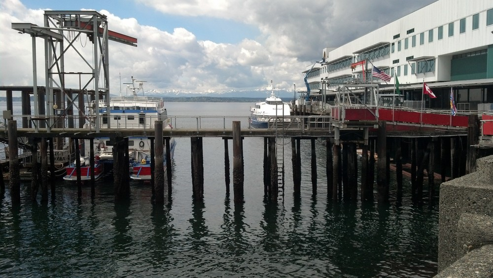 2013 04.29 Seattle ferry pier.jpg