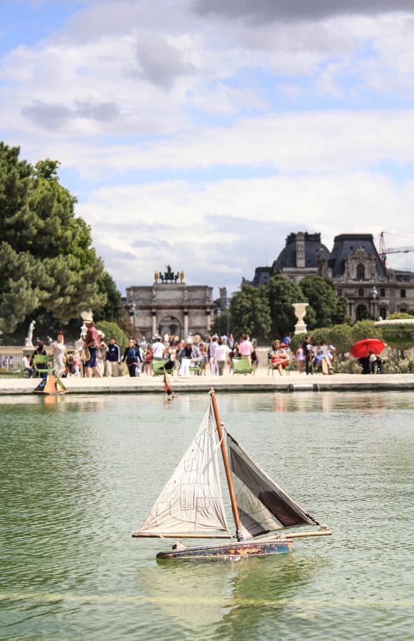 walking-paris.jpg