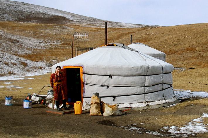 ger yurt nomads gobi desert unusual homes