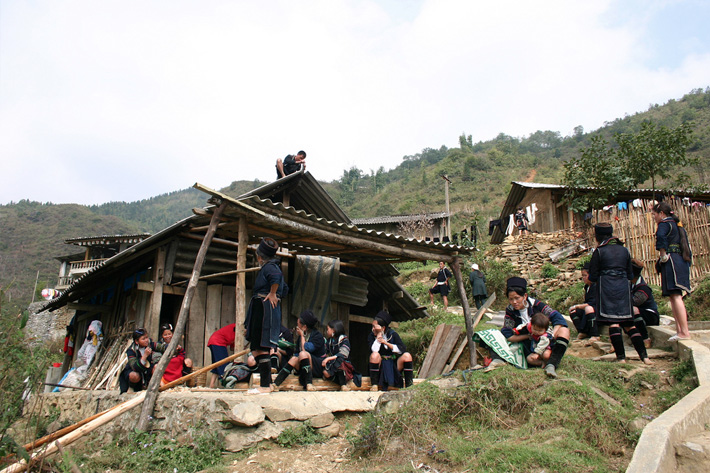 hmong people sapa vietnam unusual homes