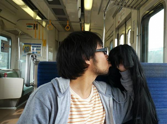 how-to-photograph-right-hand-as-girlfriend-keisuke-jinushi-18-545x405.jpg