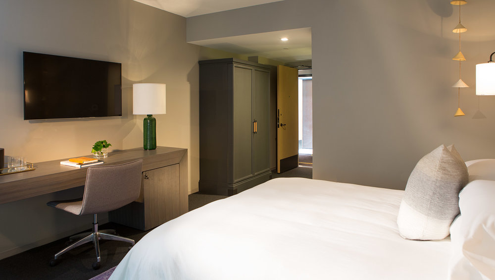kimpton-everly-hotel-hollywood-guestroom-desk-view-ebea6cbb.jpg