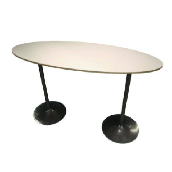Ovalt ståbord Längd: 180 cm Bredd: 70 cm Höjd: 110 cm Pris: 750 kr