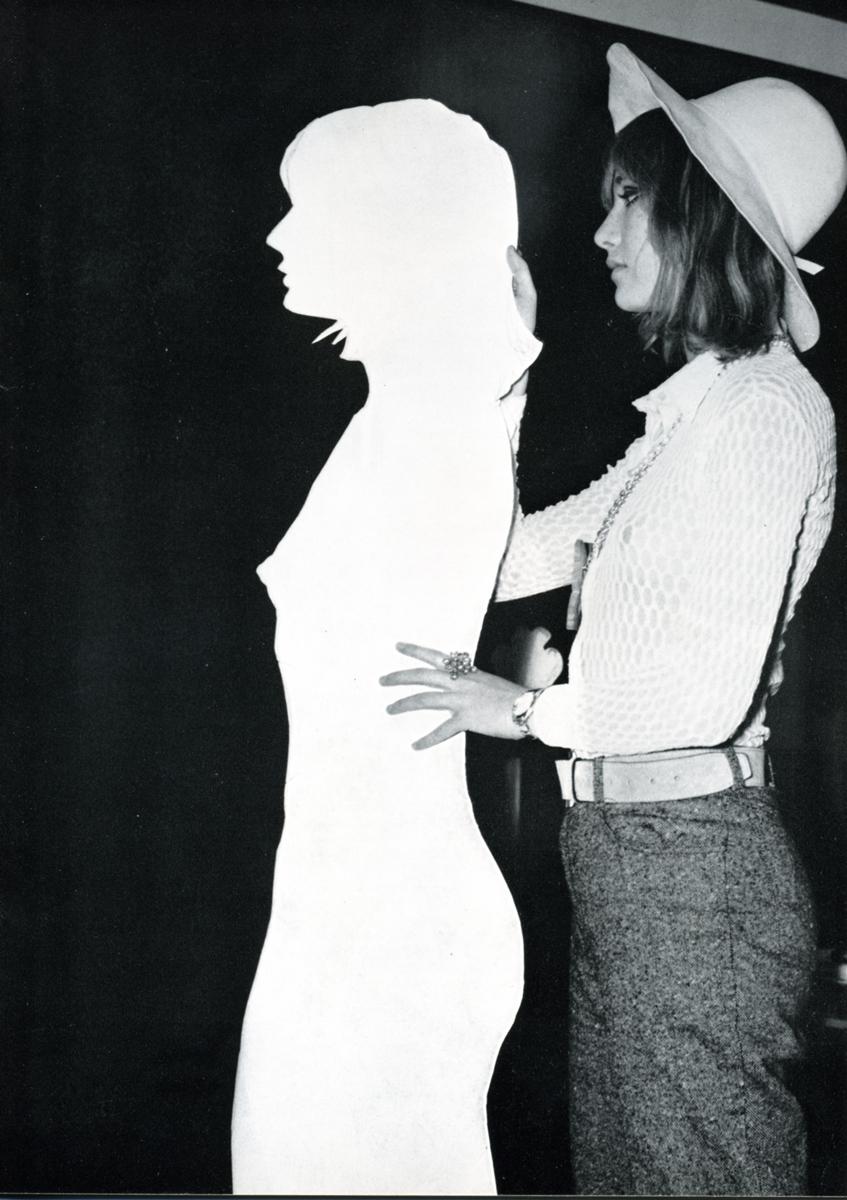 Mario Ceroli - 1968 - Aria di Daria - GALLERIA DE 'FOSCHERARI.jpg