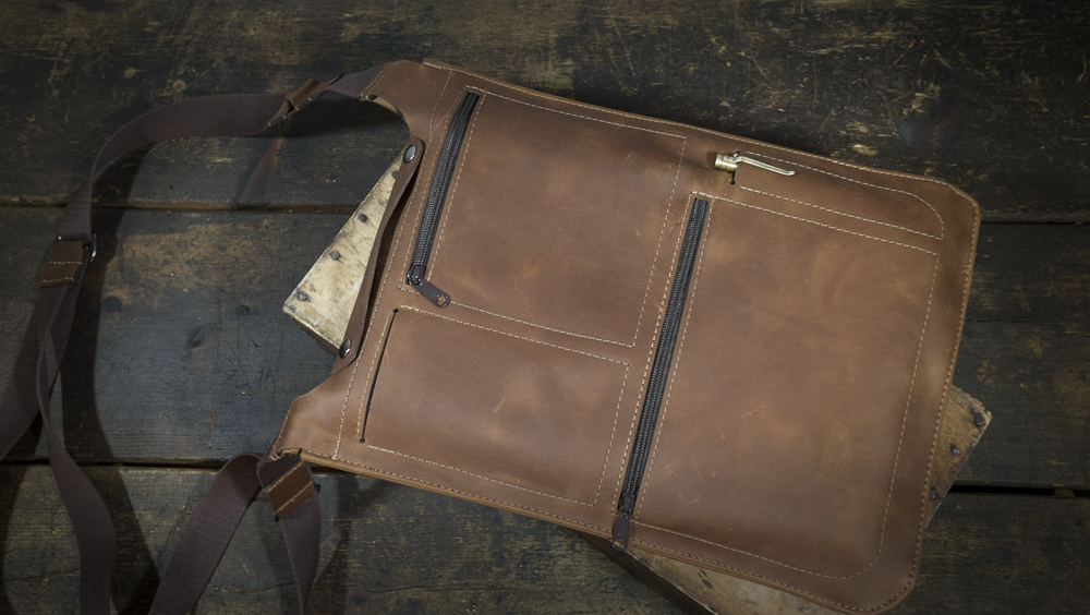 Flight Satchel - Minimal laptop bag. Shines when traveling.